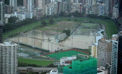 4-х часовый ливень в Гонконге затопил многие районы города. Фото: ANTONY DICKSON/AFP/Getty Images