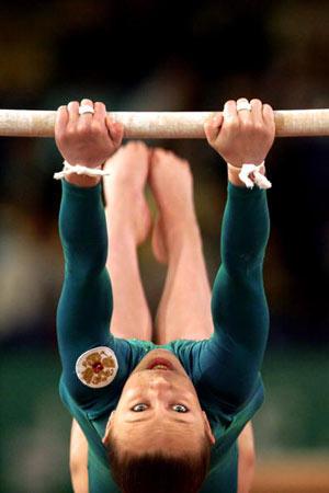 Амстердам, НІДЕРЛАНДИ: Ekaterina Kramarenko з Росії виступає під час чемпіонату Європи із спортивної гімнастики. Фото ARIS MESSINIS/AFP/Getty Images