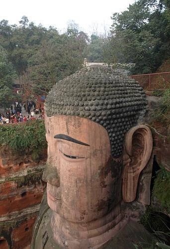 Самым большим в мире Буддой, вырезанным в скале, по праву считают статую сидящего Будды Майтрейи в Лэшани. Фото: is_not_never / Livejournal.ru
