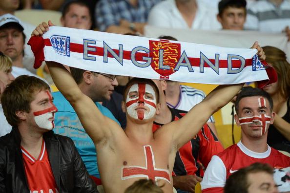 Поклонники английской сборной на матче Италия — Англия 24 июня 2012 года в Киеве. Фото: Damien MEYER/AFP/Getty Images