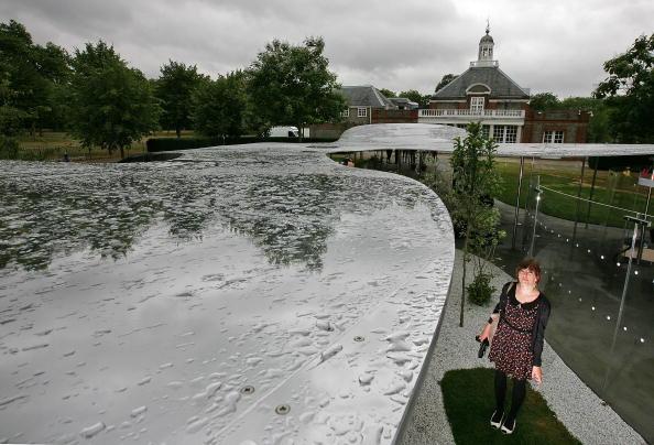 Павільйон у формі дзеркальної хмари. Лондон, 7 липня. Фото: Dan Kitwood/Getty Image