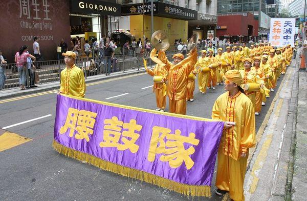 12 июля 2008г. Гонконг. Колонна барабанщиков. Фото: Ли Мин/ The Epoch Times