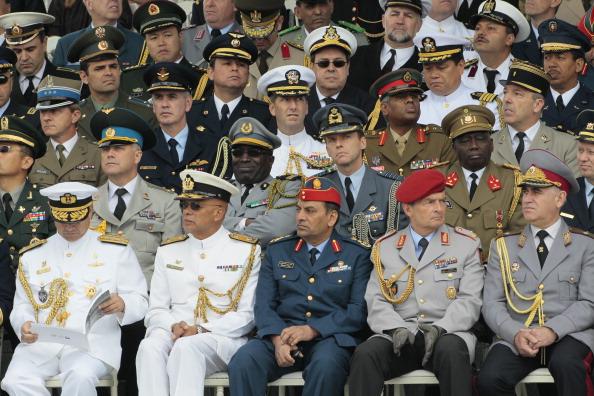 Іноземні військові чиновники дивляться парад. Франція, площа Згоди, 14 липня 2011 року. Фото: Getty Images