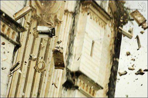 Церква, в якій вони щойно знаходилися, за декілька хвилин перетворилася на руїни. Фото з aboluowang.com