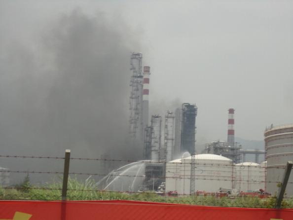 Вибух на нафтопереробному заводі в Хуейчжоу провінції Гуандун в Китаї на світанку 11 липня. Фото: ChinaFotoPress/Getty Images