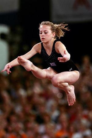 Амстердам, НІДЕРЛАНДИ: Stefani Bismpikou з Греції виступає під час чемпіонату Європи із спортивної гімнастики. Фото ARIS MESSINIS/AFP/Getty Images
