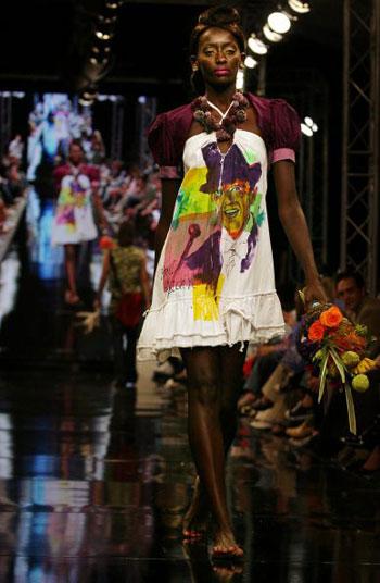 Колекція Karen Monk Klijnstra на Тижні моди в Йоханнесбургу (ЮАР). Фото: AFP PHOTO/Paballo Thekiso