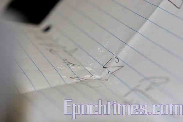Білий порошок, який був у листі. Фото: The Epoch Times
