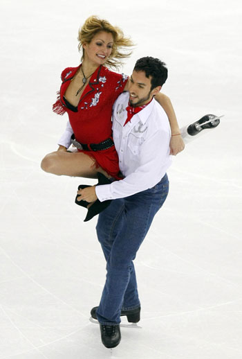 Танит Белбин и Бенджамин Агосто (США) исполняют оригинальный танец. Фото: DAMIEN MEYER/AFP/Getty Images