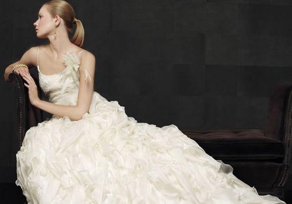 Колекція весільних суконь model novias із воланами та рюшами. Фото з efu.com.cn