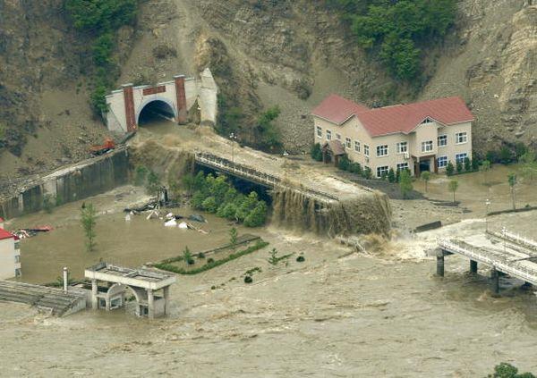 Наводнение в г.Бэйчуань провинции Сычуань. Фото: LIU JIN/AFP/Getty Images