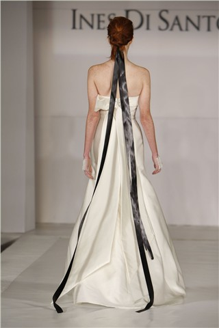 Красиві деталі платтів на Тижні весільної моди сезону осінь-зима 2010. Фото з efu.com.cn