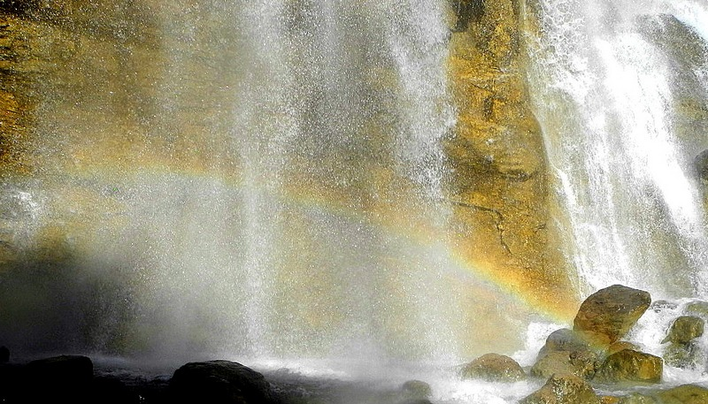 Радуга в брызгах водопада. Фото: Алла Лавриненко/EpochTimes.com.ua