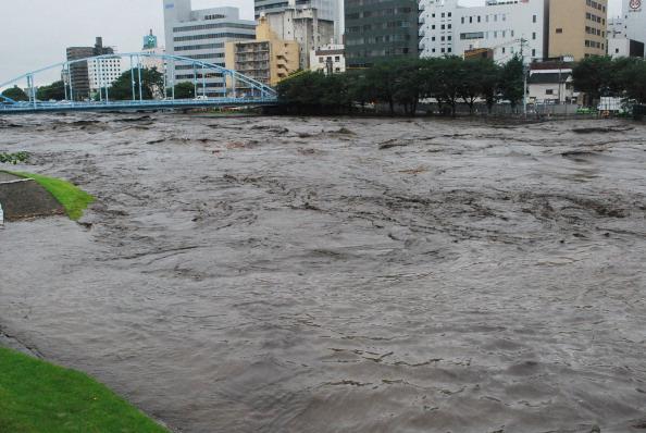 Річка у місті Кумамото виходить із берегів