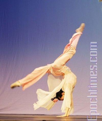 Выступления участников отборочного тура «Всемирного конкурса китайского танца». 22 августа. Нью-Йорк. Фото: И Лосунь/The Epoch Times