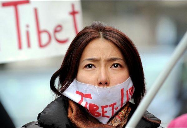 Акция протеста против подавления тибетцев китайской компартией напротив китайского консульства в Риме (Италия). Фото: FILIPPO MONTEFORTE/AFP/Getty Images