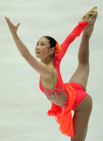 Юкарі Накано (команда Японії) виконує довільну програму. Фото: Koichi Kamoshida/Getty Images