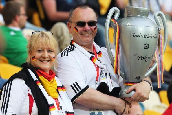 Немецкие болельщики во время матча между Германией и Португалией на Арене Львов 9 июня 2012 года в Львове, Украина. Фото: Joern Pollex/Getty Images