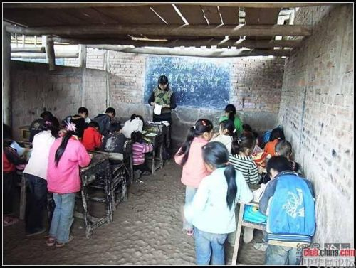 Сельская начальная школа в Китае. Уезд Мабьянь провинции Сычуань. Фото: Чжоу Чжунминь