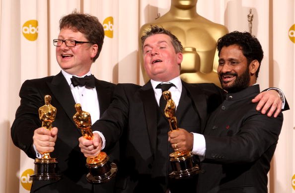 Победители в номинации 'Лучший звук' ('Миллионер из трущоб') Иэн Тэпп, Ричард Прайк, Ресул Пукутти. Фото: MARK RALSTON/AFP/Getty Images