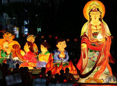 Праздничное шествие по случаю самого большого религиозного праздника, -  Дня  рождения Будды.  Сеул, 20 мая 2007г.  Фото: Chung Sung-Jun/Getty Images
