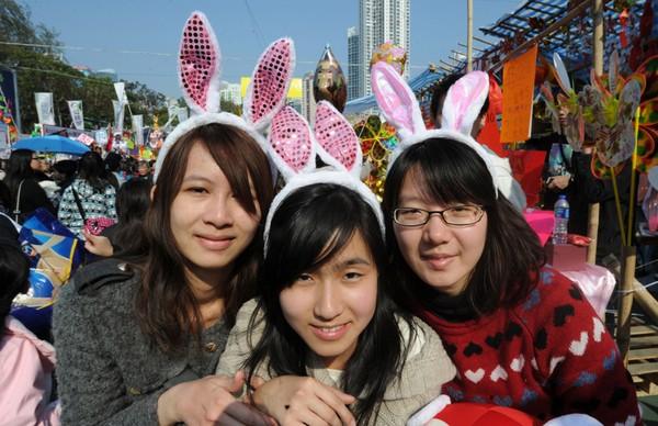 За китайським календарем 2011 - рік Кролика. Гонконг. Фото: AFP PHOTO/MIKE CLARKE