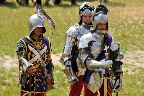 Рыцари перед боем на историческом фестивале в Парке Киевская Русь 18 июня 2011 года. Фото: Владимир Бородин/The Epoch Times Украина