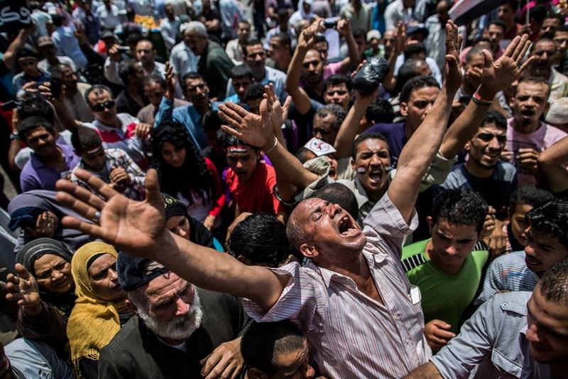 Каир, Египет, 15 июня. Протестующие выражают недовольство на площади Тахрир решением Верховного конституционного суда страны о роспуске руководимого исламистами парламента. Фото: Daniel Berehulak/Getty Images
