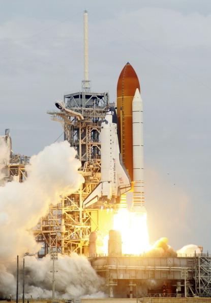 Старт шаттла «Атлантис». Фото: BRUCE WEAVER/AFP/Getty Images