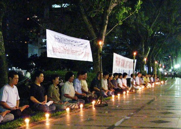 Індонезія. Акція, присвячена дев'ятій річниці з дня «інциденту 25 квітня». Фото з minghui.ca