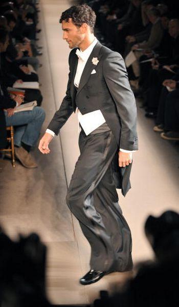Коллекция мужской одежды представленная на показе мод в Доме моды Джанни Версаче в Милане.Фото: GIUSEPPE CACACE/AFP/Getty Images