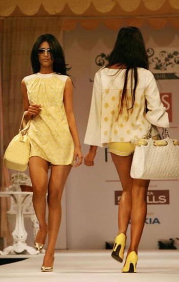 Одяг від Shantanu and Nikhil на Тижні моди Wills India Fashion Week, що проходив в індійському Нью-Делі. Фото: TAUSEEF MUSTAFA/AFP