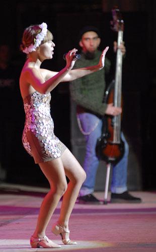 Катя Чилі виступає на благодійному концерті «SOSстраданіє». Фото: Володимир Бородін/Велика Епоха