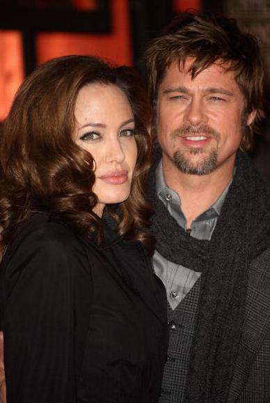Актеры Анджелина Джоли и Брэд Питт прибыли на 13-ю церемонию вручения кинопремии «Critics Choice Awards» в Санта-Монике, в январе 2008 года. Фото: Frederick M. Brown/Getty Images