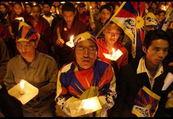 Дахран (Саудовская Аравия). Акция протеста против подавления тибетцев китайской компартией. Фото: MANAN VATSYAYANA/AFP/Getty Images