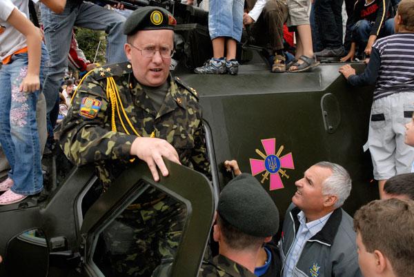 Більше 20 одиниць озброєння та військової техніки розміщено на Хрещатику. Фото: Володимир Бородін/The Epoch Times