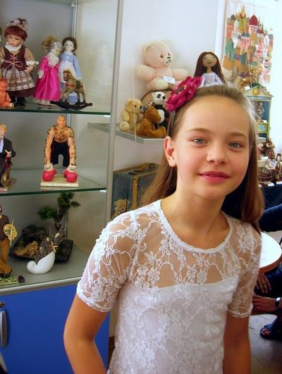 Катя Какоткина — юная кукольница. Фото: Алла Лавриненко/The Epoch Times Украина