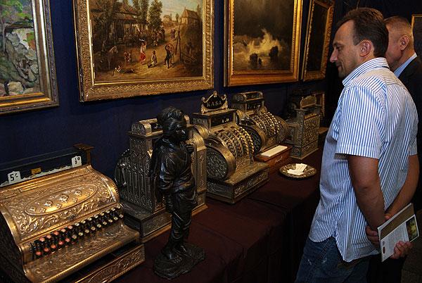 Перша в Україні масштабна виставка антикваріату - «Великий антикварний салон» - відкрилася в Києві 4 вересня. Фото: Володимир Бородін/Тhe Epoch Times