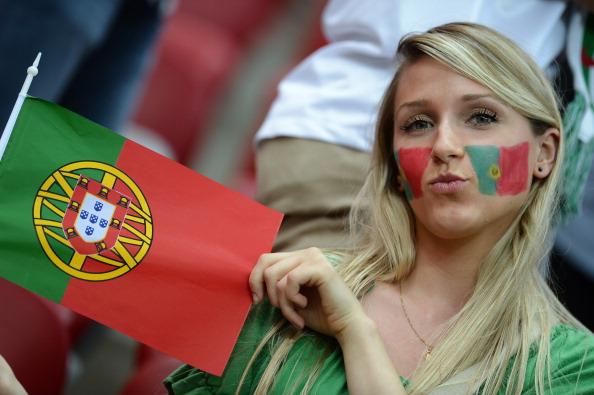 Португальская болельщица на матче Чехия — Португалия 21 июня 2012 года Национальный стадион в Варшаве. Фото: JANEK SKARZYNSKI/AFP/Getty Images