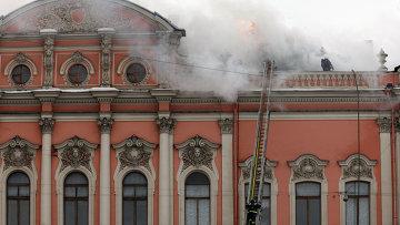 В Петербурге горит дворец Белосельских-Белозерских