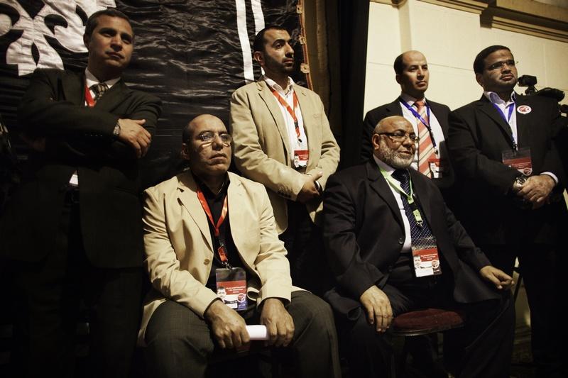 Пресс-конференция кандидата в президенты от «Братьев-мусульман» Мохаммед Мурси в штаб-квартире организации в Каире 25 мая 2012 года. Фото: MARCO LONGARI/AFP/GettyImages