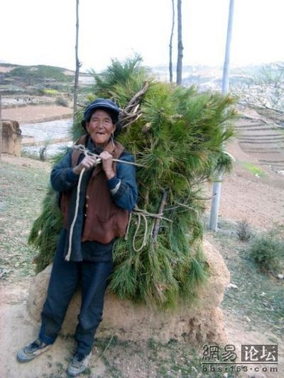 Кадри нелегкого життя селян провінції Сичуань. Фото з epochtimes.com