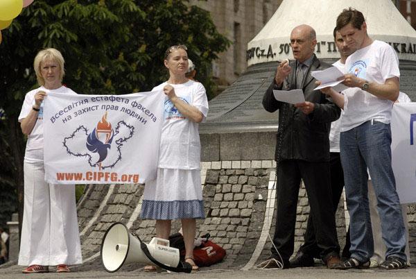 Главный организатор митинга – президент Ассоциации кайропратиков Украины, Рандалл Роффе в своей речи на митинге выразил надежду, что в будущем спортивные и медицинские организации смогут остановить нелегальную трансплантацию органов и рабство в Китае. «М