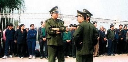 Репрессии Фалуньгун: 25 апреля
