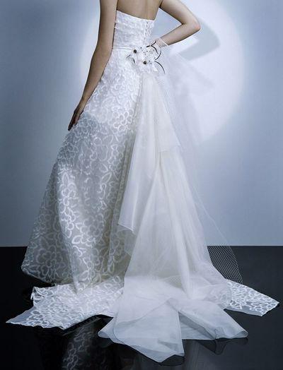 Романтичні весільні сукні jesuspeiro 2008. Фото з efu.com.cn
