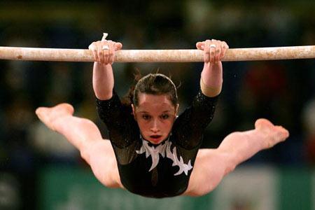 Амстердам, НІДЕРЛАНДИ: Steliana Nistor з Румунії виступає під час чемпіонату із спортивної гімнастики. Фото ARIS MESSINIS/AFP/Getty Images