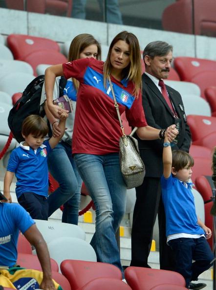 Жена Луиджи Буффона из Италии на полуфинальном матче Германия — Италия 28 июня 2012 года в Варшаве. Фото: Claudio Villa/Getty Images