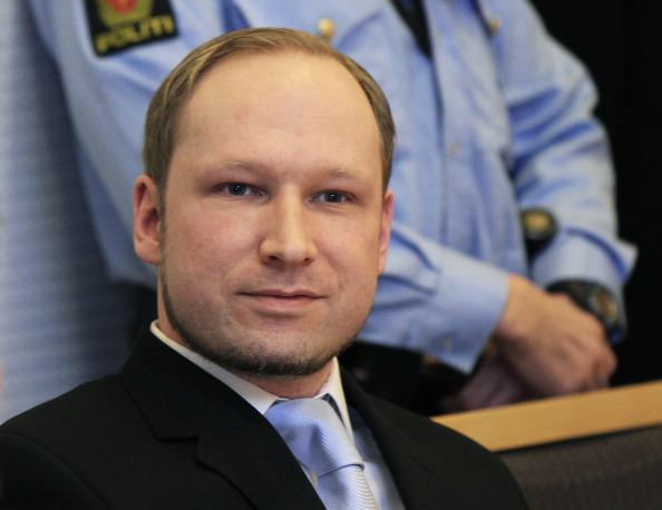 Норвежский боевик Андерс Брейвик потребовал немедленнго освобождения