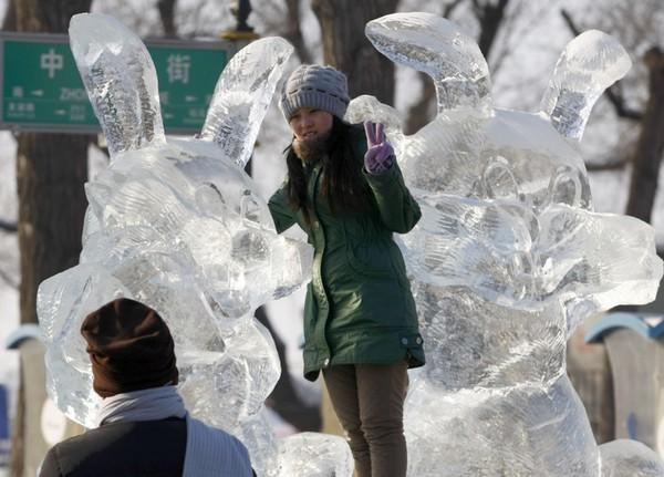 За китайським календарем 2011 - рік Кролика. Місто Харбін провінції Хейлунцзян. Китайська Народна Республіка. Фото: CHINA OUT AFP PHOTO