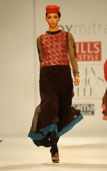 Показ коллекции от Джой Митра (Joy Mitra) на Недели моды в Индии. Фото: RAVEENDRAN/AFP/Getty Images